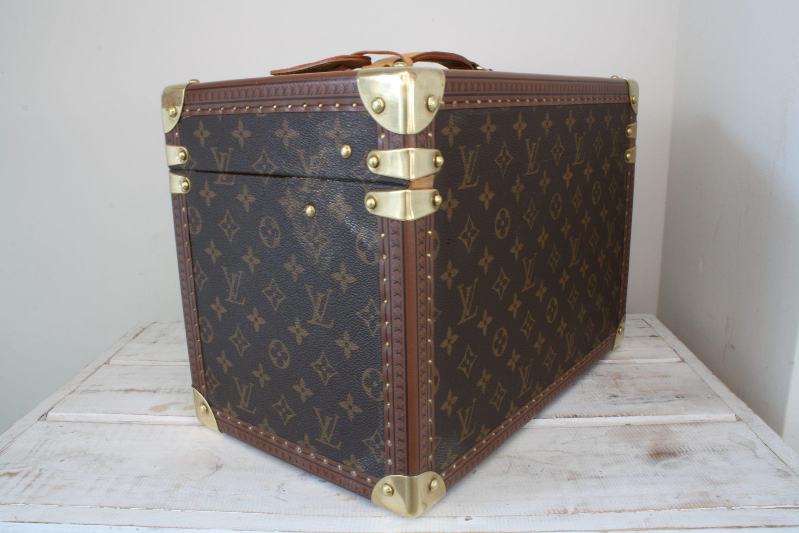 vintage-louis-vuitton-large-vanity-case-back-side-right