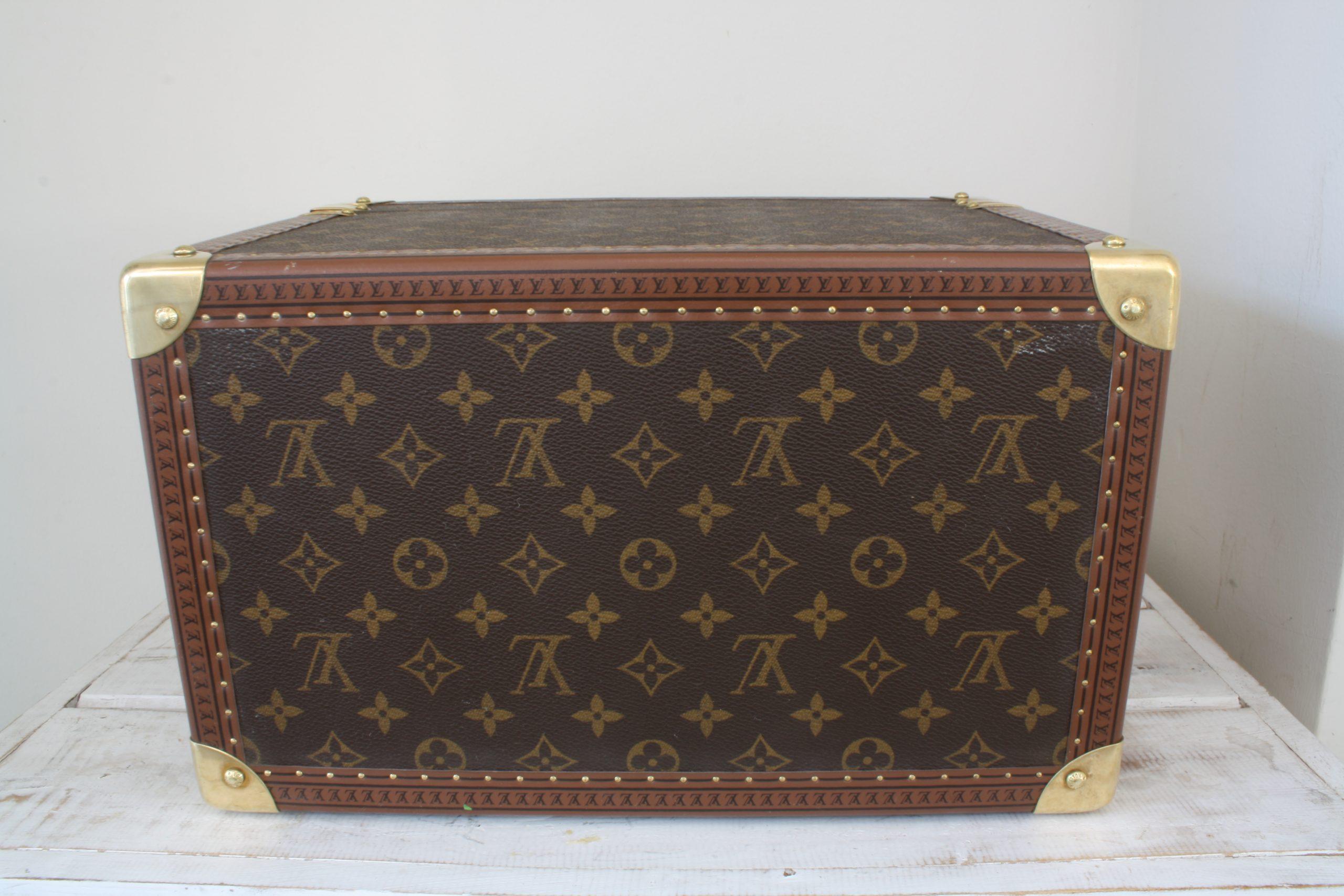 vintage-louis-vuitton-large-vanity-case-bottom-side