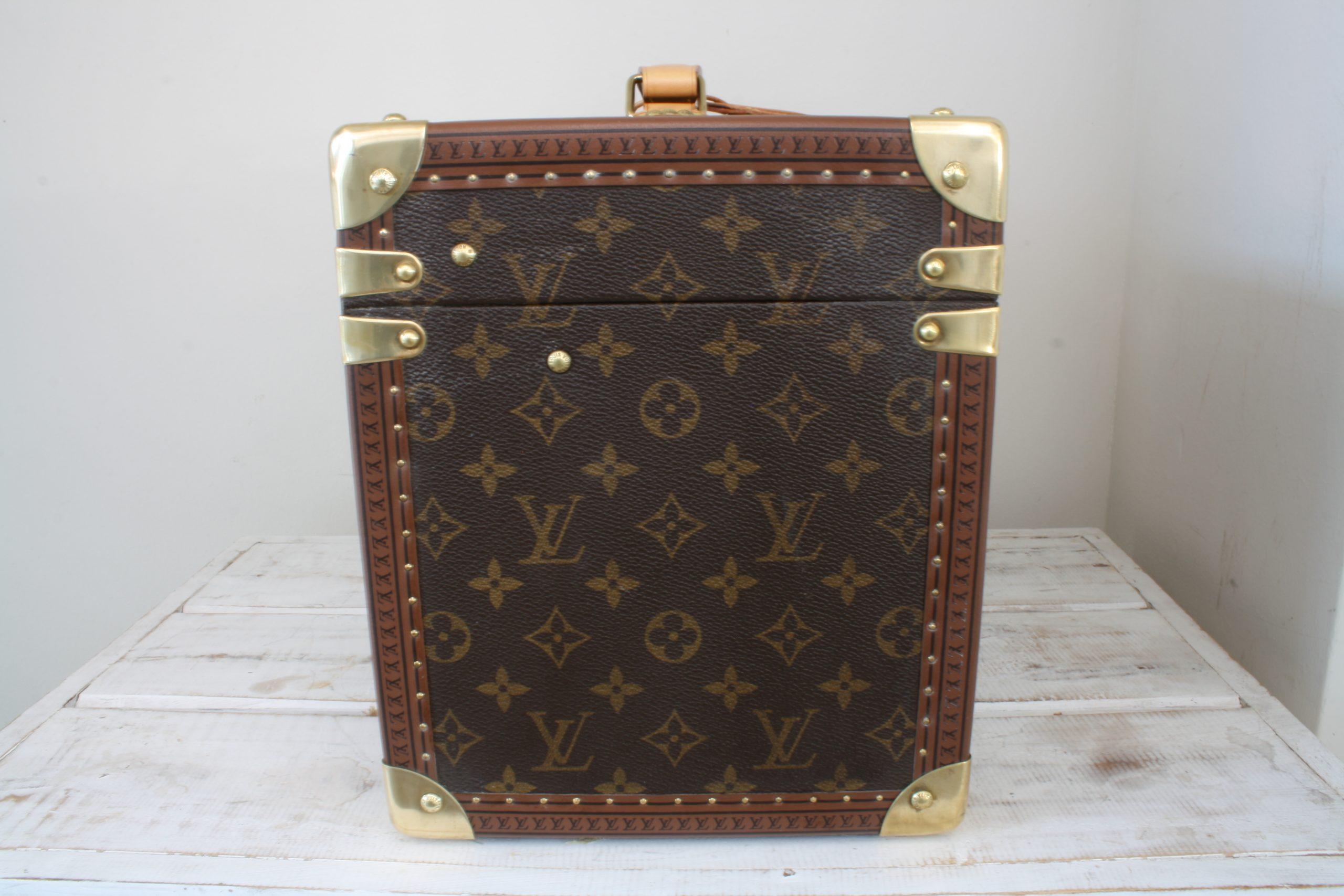 vintage-louis-vuitton-large-vanity-case-left-side