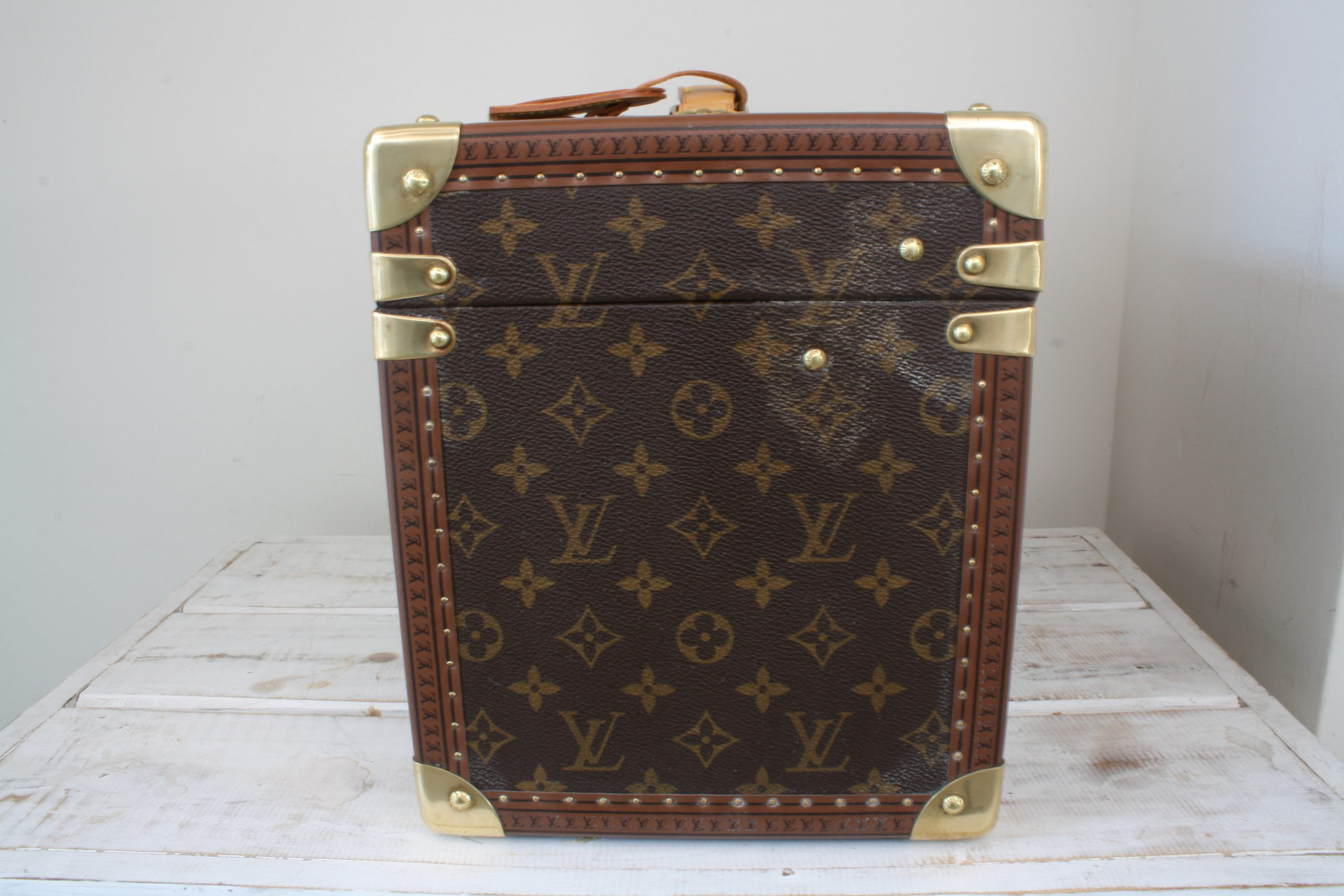 vintage-louis-vuitton-large-vanity-case-right-side