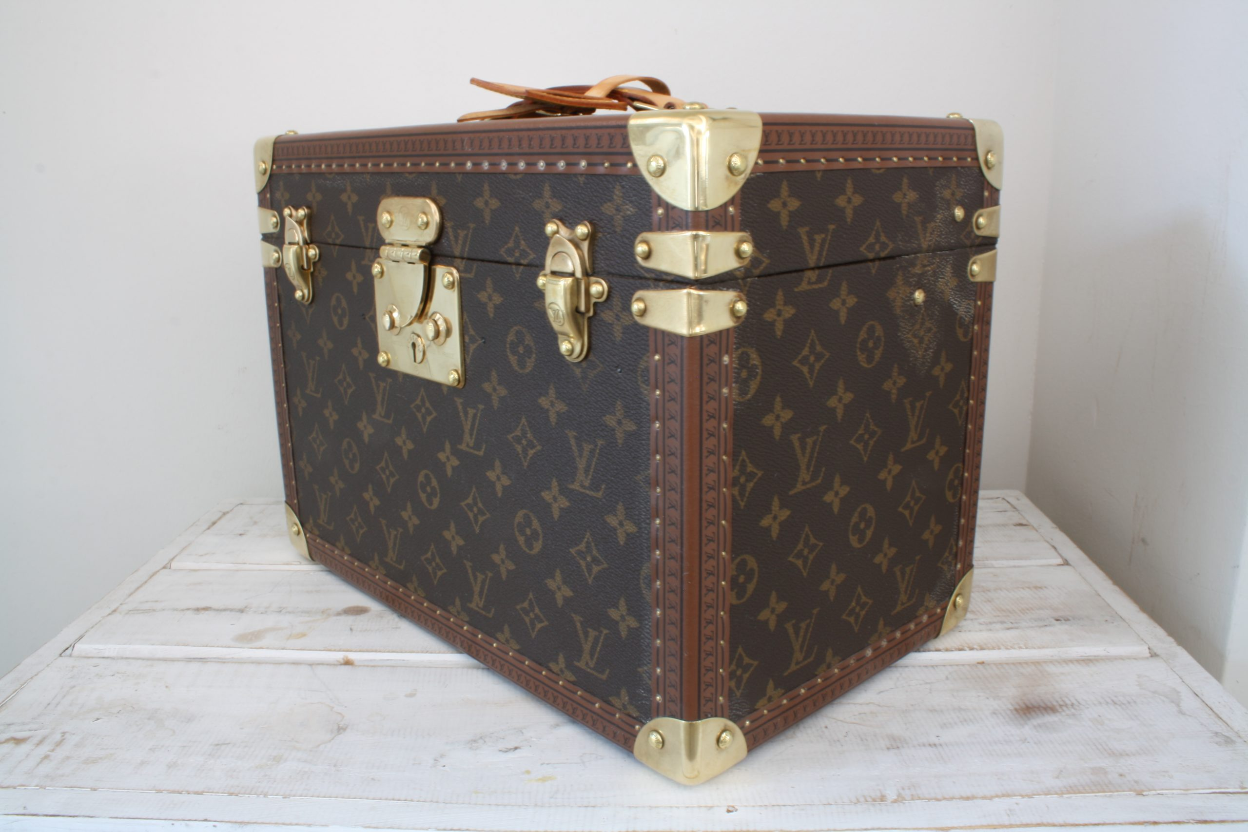 vintage-louis-vuitton-large-vanity-case-side-right-front