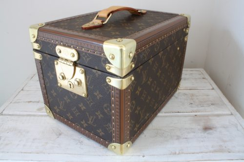 vintage-louis-vuitton-vanity-small-case-front-right-side