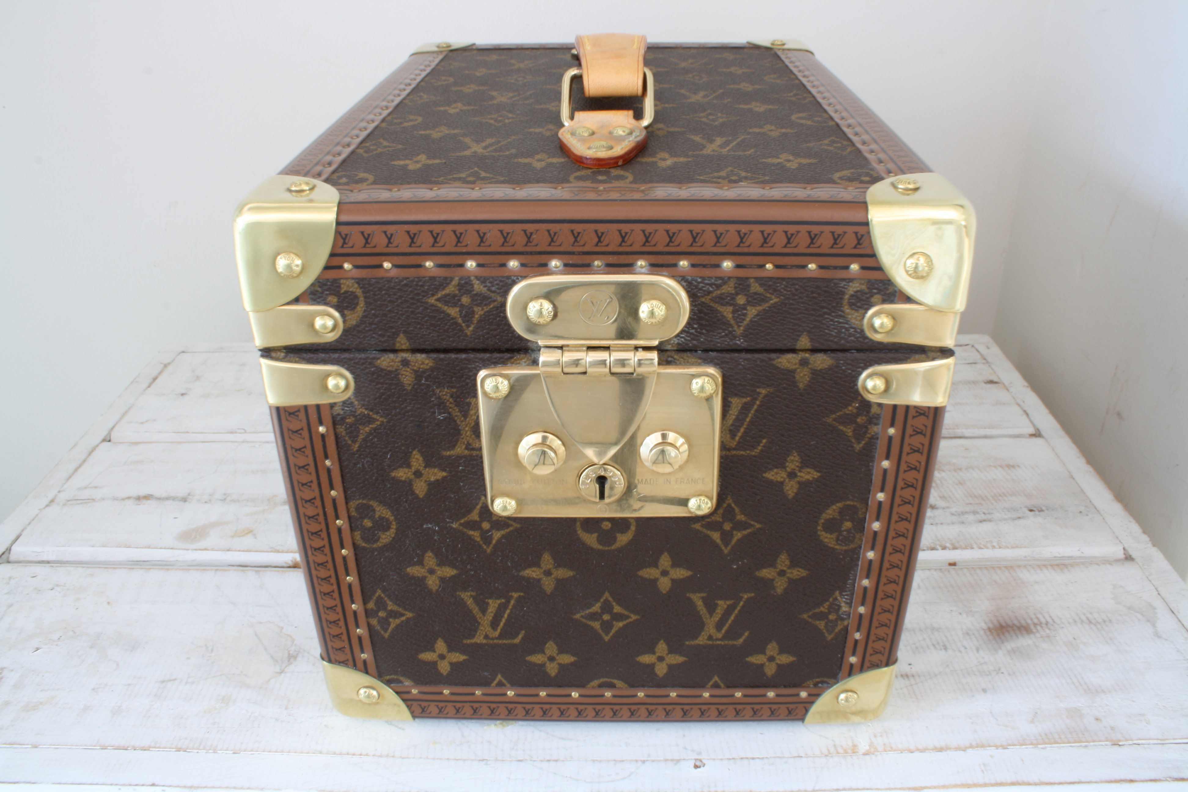 vintage louis vuitton vanity case pinth vintage luggage. Black Bedroom Furniture Sets. Home Design Ideas