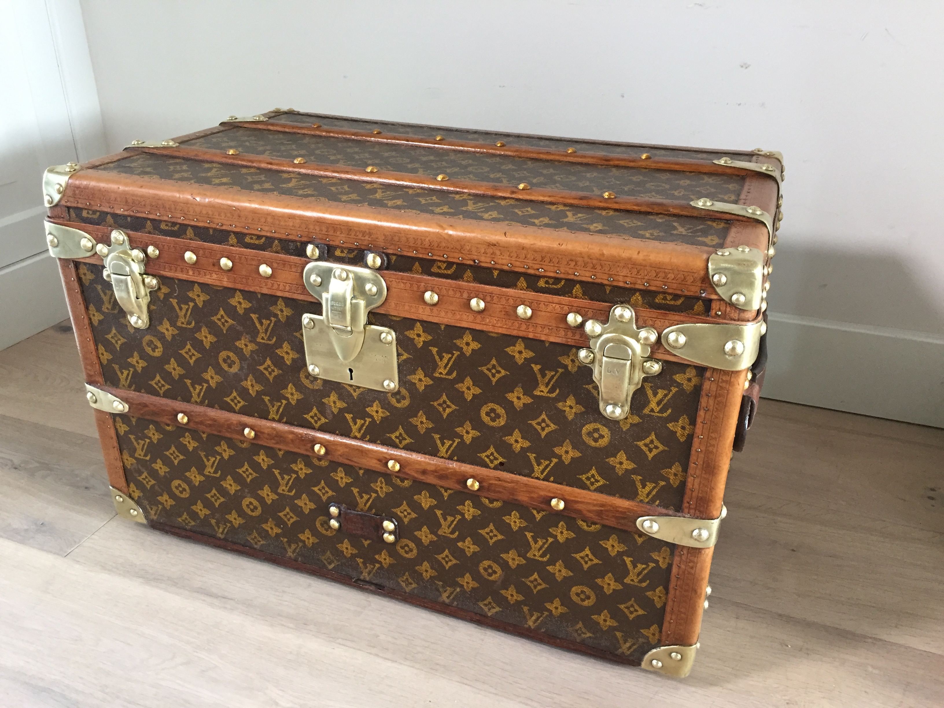Antique louis vuitton coffee table trunk small size pinth vintage luggage Old trunks as coffee tables