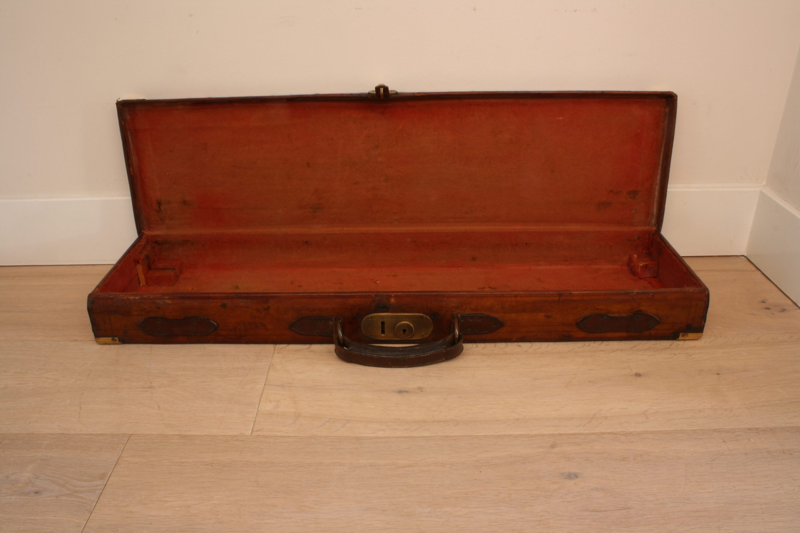 gun-case-vintage-open