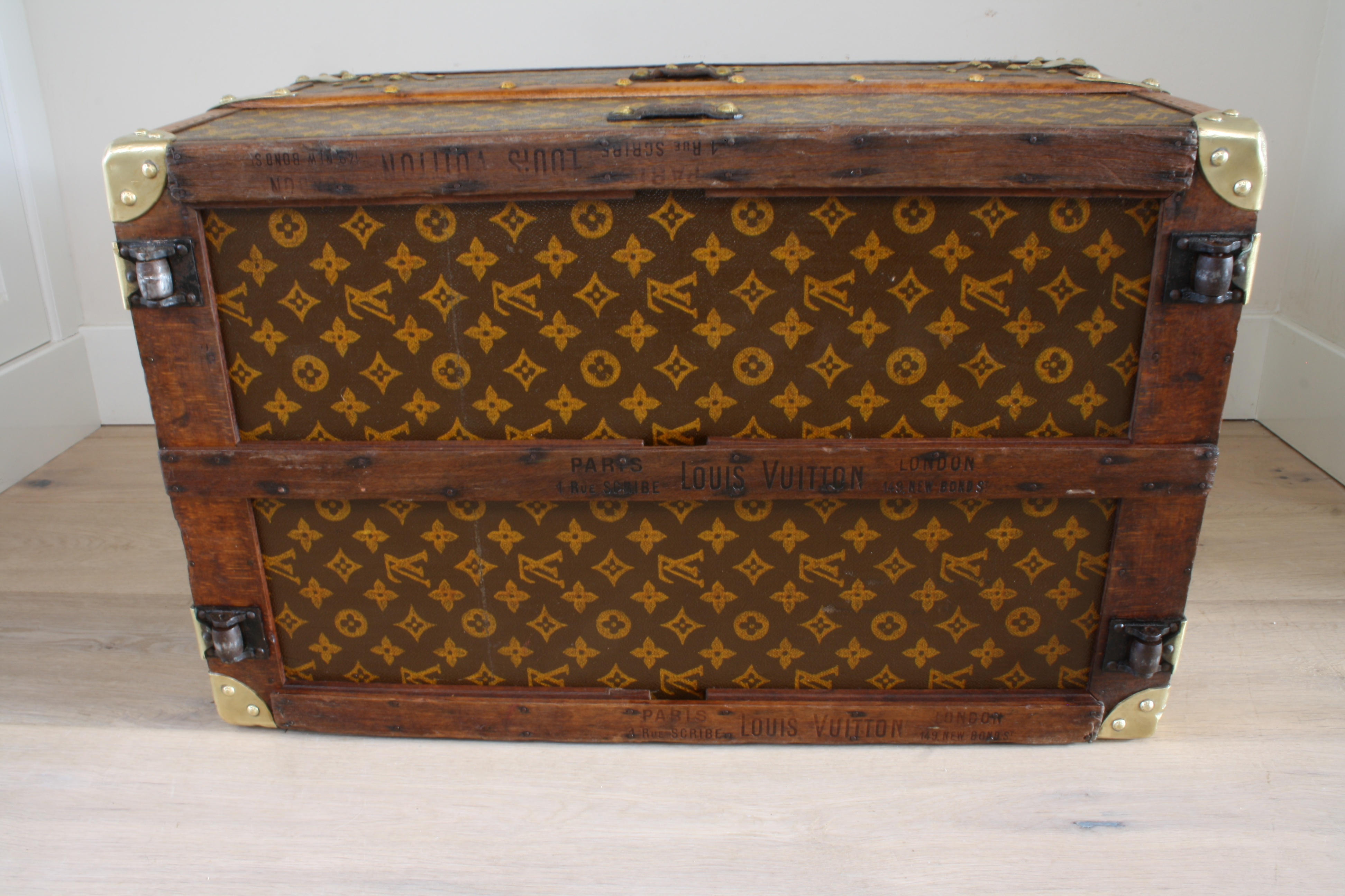 Antique Louis Vuitton coffee table trunk small size Pinth